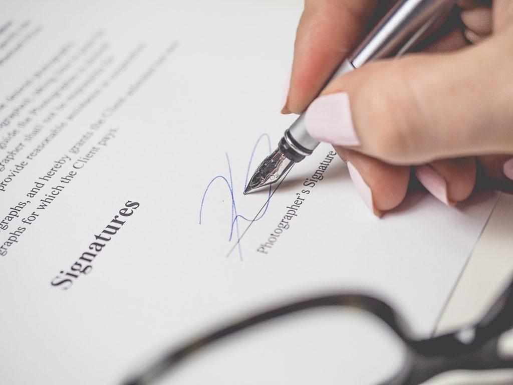 contrato practicas salario definicion
